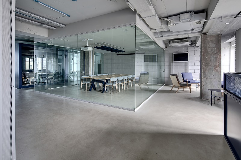 Benefits of installing office glass partitions